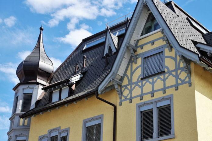 Krok po kroku: poprawny montaż wyłazu dachowego