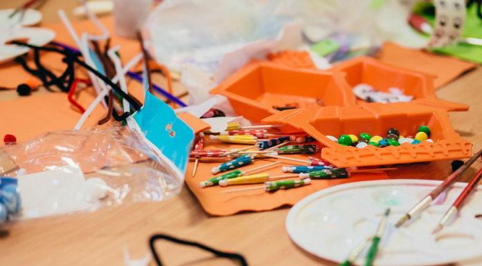 Światło na szóstkę – jak efektywnie oświetlić biurko ucznia