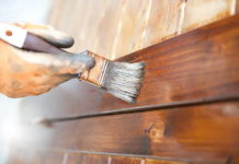 Jak malować drewno?