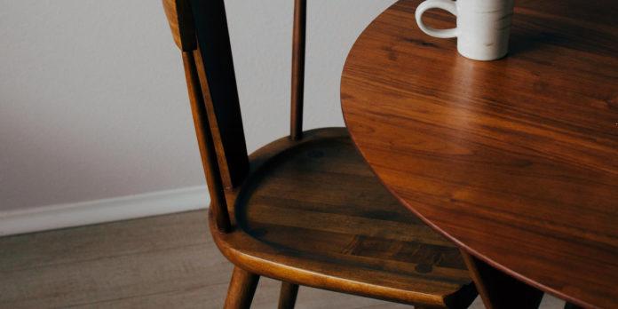 Coraz chętniej kupujemy używane meble. Jak je personalizujemy?