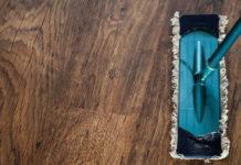 Jak czyścić podłogę drewnianą
