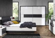 Łóżko w roli głównej w sypialni