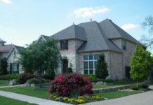 Własny dom: budować czy kupić gotowy?
